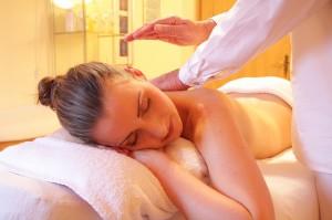 Massagebehandlung im Kosemtikstudio