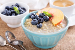 Quinoa Porridge mit frischen Früchten